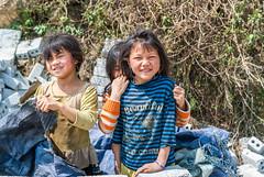 DSC01928 (jumaku1982) Tags: red girl smile trekking 35mm children village little sony urlaub happiness kinder vietnam simplicity dao a330 homestay sapa bergdorf glcklich taphin kinderlcheln
