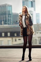 ~ urban chique ~ (Vicco Gallo) Tags: people sun girl fashion backlight model jour backlit speedlight contre strobe speedlite strobist