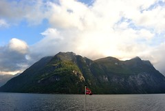 Geirangerfjord, Mre og Romsdal, Norway (AyaxVII) Tags: sky naturaleza mountains nature water norway clouds norge agua flag og cielo nubes bandera noruega fjord fiordo geiranger romsdal geirangerfjord hellesylt mre norwegain d3000 monraas