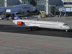 LN-RMT McDonnell Douglas MD-82 of Scandinavian Airline System (SteveDHall) Tags: 2005 airplane airport frankfurt aircraft aviation aeroplane flughafen sas fra airliner airliners airfield aerodrome mcdonnelldouglas frankfurtairport md82 dc982 mcdonnelldouglasmd82 scandinavianairlinesystem lnrmt