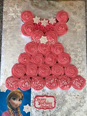 Frozen Princess dress by Kathy, Santa Cruz CA, www.birthdaycakes4free.com