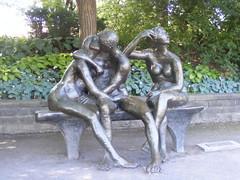 ** Le banc des amoureux ** (Impatience_1) Tags: sculpture montreal explorer explore impatience montrealbotanicalgarden jardinbotaniquedemontral coth supershot leavivot xplor coth5 lebancdesamoureux