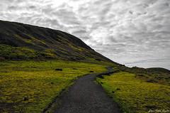 RapaNui - Rano Raraku (JuanpixelCL) Tags: chile de pascua paisaje montaa isla magico rapanui rano raraku tranquilidad d5100