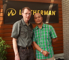 Tim Leatherman and Da Nang EDC group (dzungdad) Tags: show leatherman cafe tread danang multitool st300 rafew