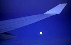 foto19835 (Archigraphie Steffen Vogt) Tags: moon night mond flying nacht aeroplane flugzeug fliegen flgel