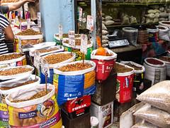 """Merida: le marché municipal Lucas de Gálvez et ses stands de nourriture pour chiens <a style=""""margin-left:10px; font-size:0.8em;"""" href=""""http://www.flickr.com/photos/127723101@N04/25921668116/"""" target=""""_blank"""">@flickr</a>"""