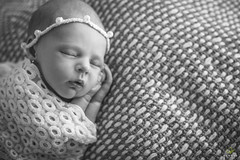 OF-newborn-Laura-74 (Objetivo Fotografia) Tags: baby cute love girl ensaio photography little photos amor details babygirl fotos newborn beb ps guria menina mos poses pequena rosto detalhes cenrios fofa fotografias fofura ensaiofotogrfico delicada recemnascido ensaioinfantil objetivofotografia manuelakunzler