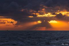 yeux de feu (luciole17) Tags: mer nature canon cte ciel nuit couchdesoleil 24105 5dmark3 chtlaillon