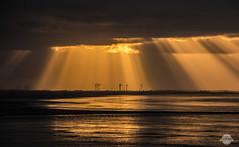 Die letzten Sonnenstrahlen (Kati`s Fotografie) Tags: sunset cloud color clouds canon germany landscape deutschland sonnenuntergang himmel landschaft bremerhaven sonnenstrahlen norddeutschland northerngermany langltjen canoneos70d