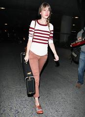 FFN_IMAGE_8821597|FFN_SET_8821286 (hpc640) Tags: airport guitar fulllength singer stripedshirt brownpants taylorswift