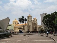 "Tegucigalpa: la Plaza Morazan et sa cathédrale <a style=""margin-left:10px; font-size:0.8em;"" href=""http://www.flickr.com/photos/127723101@N04/26485859631/"" target=""_blank"">@flickr</a>"