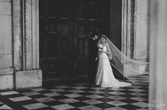 Lovely couple. (Jordi Corbilla Photography) Tags: street bw london 35mm groom bride nikon streetphotography streetphoto d7000 jordicorbilla jordicorbillaphotography