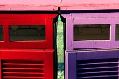 Adesso spogliati, come sai fare tu (meghimeg) Tags: pink red sea color rot mare colore purple violet rosa huts rosso royo viole cabine attaccapanni bordighera 2016 encarnado