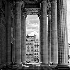 Colonnato del Pantheon a Parigi (Luca.Pietrobono) Tags: monochrome none perspective colonnato