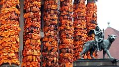 20160214 Berlin Mitte Gendarmenmarkt Ai Weiwei (11) (j.ardin) Tags: deutschland germany allemagne alemania berlin mitte zentrum gendarmenmarkt konzerthaus aiweiwei safepassage artinstallation skulptur schwimmwesten livevests rettungsweste lifevest lifejacket giletdesauvetage