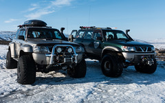 Laki & Dreki from IceAk.is (swissgoldeneagle) Tags: winter cars car island is iceland nissan bluesky blauerhimmel patrol laki nissanpatrol superjeep rx100 16x10 dreki norurlandeystra superjeeps rx100m4 iceak