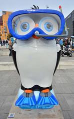 Birmingham, The Big Hoot Owls, Alf The Penguin Owl (Martin Pettitt) Tags: city uk trip autumn birmingham october dslr sculptures westmidlands owls dayout sigma1020mmf456exdchsm nikond7100 thebighoot alfthepenguinowl