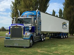 Bobbins 950 at Bega convoy for kids , photo courtesy of Justin Smith the driver . (BREAKER 1-9) Tags: bobbins kenworth