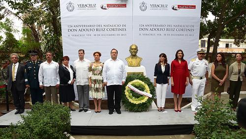El gobernador Javier Duarte encabezó Ceremonia y Guardia de Honor por el 124 aniversario del natalicio de don Adolfo Ruiz Cortines.