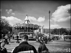 Paris snapshot Segway tour - Le mange (nobru2607) Tags: paris monochrome 28mm streetphotography snap nb monochrom sreet ricoh bwphotography grd3 grdiii