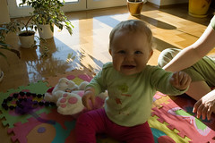 DSC_3406.jpg (Kaminscy) Tags: fun toy room sunny teddybear mis zabawa pokoj slonce zabawka korale
