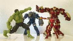 Fight immediately right after I back to home (Alfred Life) Tags: toy ironman hulk igor  hulkbuster  mk38   mark38
