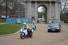 Queen out for a drive (Matt From London) Tags: queen wellingtonarch hydeparkcorner royalescort specialescortservice