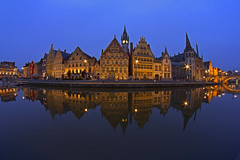 L'isola / The Island (Ghent, East Flanders, Belgium) (AndreaPucci) Tags: night reflections belgium east ghent gand flanders canoneos60 andreapucci