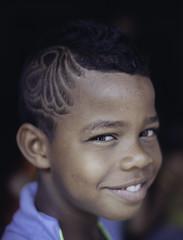 (RoX4NnE) Tags: blue red color kids digital portraits de 50mm la eyes expression centro documentary nios retratos 5d mayo yami 20 f18 nio milena cultural documental asociacin brisas siloe giraldo comuna accr gabanzo pelucali