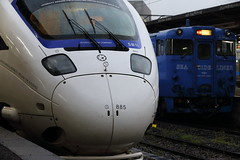 Train (Teruhide Tomori) Tags: railroad japan train traffic platform railway jr vehicle  express  japon nagasaki kyusyu  kamome     885 nagasakistation