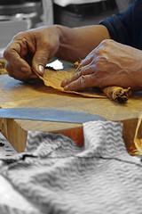 Herstellung einer kubanischen Zigarre 2 (jmw_ger) Tags: zigarre kuba colorkeying