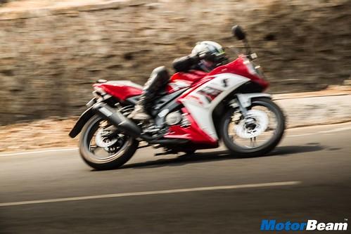 2016-Yamaha-R15-S-07