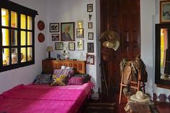 La habitación de Trudy (Gertrude Duby Blom) (Juan Ig. Llana) Tags: las méxico de hotel san museo cama habitación chiapas colcha duby blom cristóbal casasna bolomfrans blomgertrude