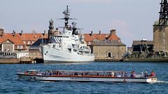 Tour of Copenhagen (Hkan Dahlstrm) Tags: tourism architecture copenhagen denmark photography boat ship sightseeing battle tourists f90 dk cropped danmark kbenhavn 2016 kpenhamn kbenhavnk xe2 1350sek xc50230mmf4567ois 55501052016141632