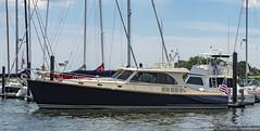 Luxury Yacht in Mamaroneck Harbor (Concert_Photos_Magazine) Tags: usa newyork boats harbor waterfront yacht unitedstatesofamerica boating harborisland westchester longislandsound yachting westchestercounty mamaroneck luxuryyacht mamaroneckharbor 13035857283