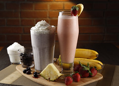 Applebee Photos Blueberry cheesecake shake + strawberry banana colada_resize (The Hungry Kat) Tags: restaurant applebees cocktails porkribs bonifacioglobalcity applebeesph