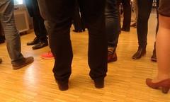 Piedi al bar (martini_bianca) Tags: feet bar legs leg business pieds fila schlange jambes beine coda gambe anzug anstehen fse martinibianca piedi