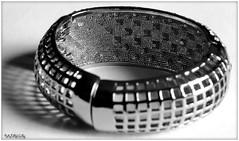 Joli Bracelet 2N&B (patrice3879) Tags: bijoux bracelet vieille bote montre