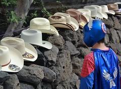 Mscara y sombreros (Jos Lira) Tags: mxico amrica morelos sombreros mscara tepoztln hroes capitn