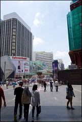 160313 Bukit Bintang 2 (Haris Abdul Rahman) Tags: leica sunday streetphotography malaysia kualalumpur leicaq pavilionkualalumpur wilayahpersekutuankualalumpur typ116 harisabdulrahman harisrahmancom fotobyhariscom