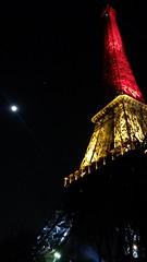 Paris: la tour Eiffel aux couleurs de la Belgique en hommage aux victimes des attentats de Bruxelles le 22 mars 2016 (louis.labbez) Tags: brussels paris monument lumire bruxelles souvenir hommage nuit couleur drapeau belge terrorisme attentat terroriste meurtre 22mars labbez