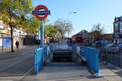 Seven Sisters Station (BristolRE2007) Tags: london londonunderground sevensisters tfl lul