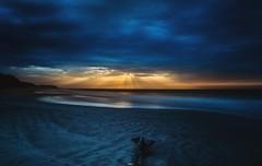 Un atardecer muy misterioso (Daniel Fotografia :)) Tags: blue sunset sea naturaleza sun luz sol nature yellow azul atardecer mar playa per arena cielo nubes salida exit infinito misterio airelibre largaexposicion tumbes puntasal