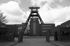Haupttor Schacht XII (gero.skorne) Tags: essen kohle unesco nrw schwarzweiss industrie ruhrgebiet zollverein zeche ruhrpott welterbe industriekultur bergbau steinkohle