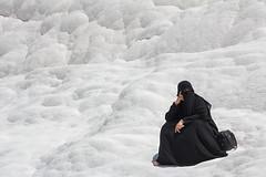Mujer musulmana en Pamukkale, Turqua (Edgardo W. Olivera) Tags: turkey lumix europa europe muslim hijab panasonic niqab pamukkale turqua denizli musulmana burka patrimoniodelahumanidad gh3 castillodealgodn microfourthirds microcuatrotercios edgardoolivera