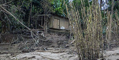 Post-disaster view of a rural house in Rio Branco after the 2015 flood, Acre, Brazil. (WATERLAT-GOBACIT) Tags: brazil minasgerais water brasil agua espritosanto acre novafriburgo disasters terespolis desastres rodejaneiro samarco riodoce rioacre