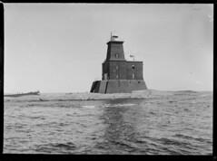 Porkkala; majakka merelt n. 200 m pst sivulta kuvattuna (KansallisarkistoKA) Tags: lighthouse 1922 beacon majakka porkkala