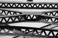 Detalle puente metalico (Jaime Recabal) Tags: blackandwhite blancoynegro monochrome canon puente sigma sanford recabal 40d