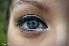 Me hipnotiz (Cristbal R.V.) Tags: blue black eye love face look yellow azul ojo eyelashes amor negro cara amarillo eyebrow mirada hypnotized pestaas ceja hipnotizado