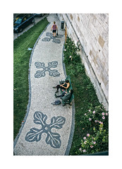 So Pedro de Alcntara, Lisboa (Sr. Cordeiro) Tags: street portugal nikon pavement lisboa lisbon sidewalk rua nikkor v1 passeio calada sopedrodealcntara 11275mm